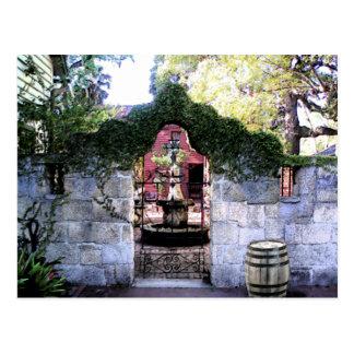 Coquina väggcoutyard i den gammala St Augustine Vykort