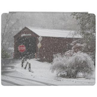 Cornwall täckte överbryggar i snöstorm iPad skydd