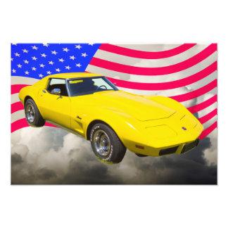 Corvette Stingray 1975 med amerikanska flaggan Foton