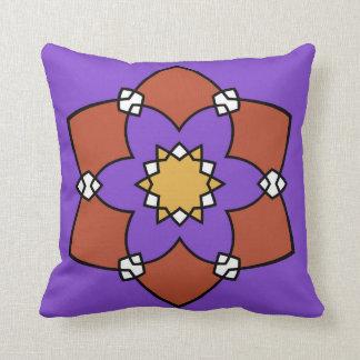 """Coussin décoratif, """"Rosace"""", violet et vermillon Kudde"""