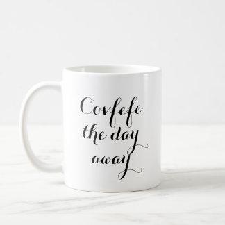 Covfefe för dag den roliga muggen bort   kaffemugg