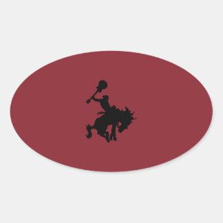 Cowboy för gitarrhjälterodeo på hästrygg ovalt klistermärke