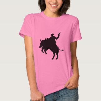Cowboy som rider en buffel tröja