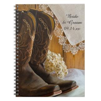Cowboykängor och anteckningsbok med spiral