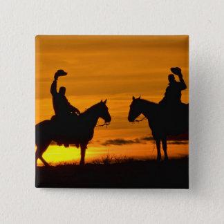 Cowboys på kant på solnedgången standard kanpp fyrkantig 5.1 cm