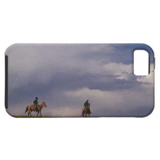 Cowboys som rider hästar iPhone 5 Case-Mate skydd
