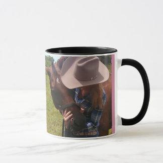 Cowgirl som älskar på trummahäst mugg