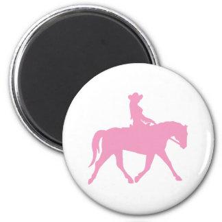 Cowgirl som rider henne häst (rosor) kylskåpsnagnet
