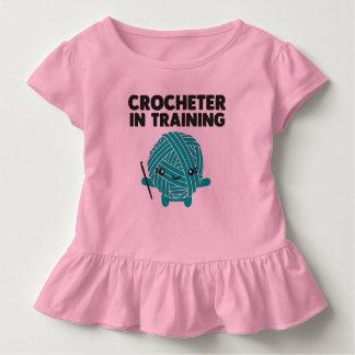 Crocheter i utbildningssmåbarnskjorta tshirts