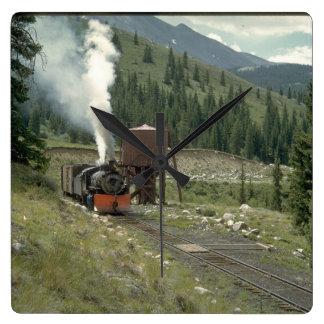 CS 2-8-0 #641. (tåg; träd; gren; moln;) _Trains Fyrkantig Klocka
