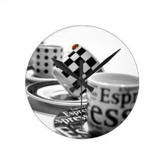 cup-1320578_640-1600x1065 medium rund klocka