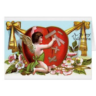 Cupid som lagar det brutna hjärtavalentin kortet hälsningskort