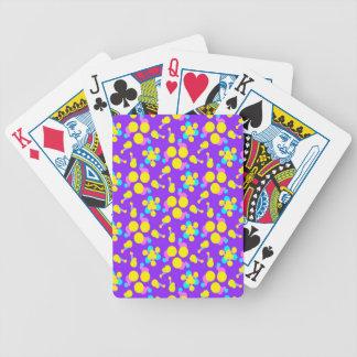 Cykel som leker kort med lilor och gult spelkort