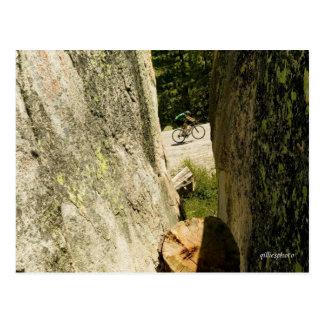 Cykel till och med graniten vykort