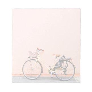 Cykel två för rosacykelbasketen rullar anteckningsblock