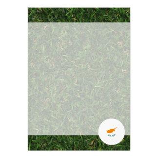 Cypern flagga på gräs 12,7 x 17,8 cm inbjudningskort