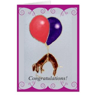 dachhundvalp med ballonger, grattis hälsningskort