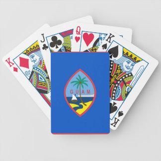 Däck som leker kort med flagga av Guam Kortlek