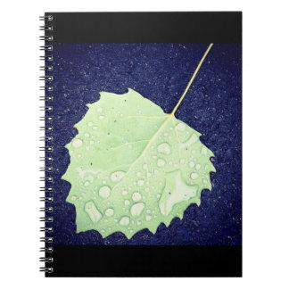 Daggig lövanteckningsbok anteckningsbok med spiral