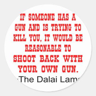 Dalai Lama forbaksida med ditt egna vapen Runt Klistermärke