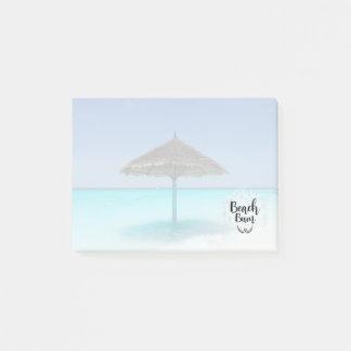 Dålig typografi för strand - paraply på tropisk post-it block