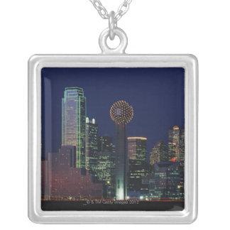 Dallas horisont på natten silverpläterat halsband
