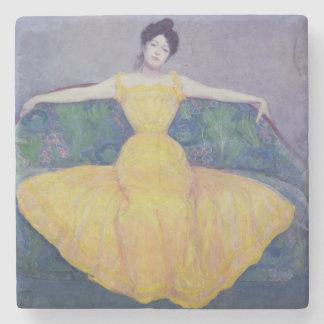 Dam i en gul klänning, 1899 stenunderlägg