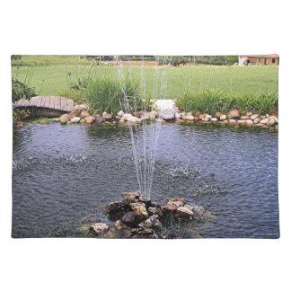 Damm och fontän i trädgården, Arzua, Spanien Bordstablett