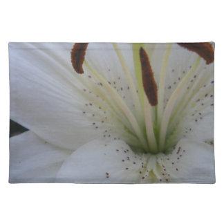 Dammad av vitlilja bordstablett