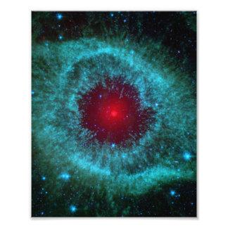 Dammigt öga av spiralnebulaen NGC 7293 Fototryck
