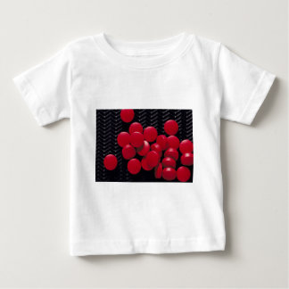 Dammigt rött tee shirts