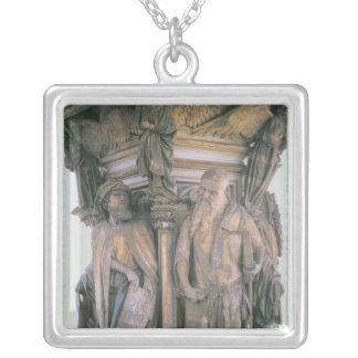 Daniel och Isaiah i tvist, sexhörnig sockel Silverpläterat Halsband