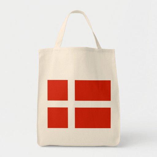 Dannebrog; Den officiella flagga av Danmark Kassar