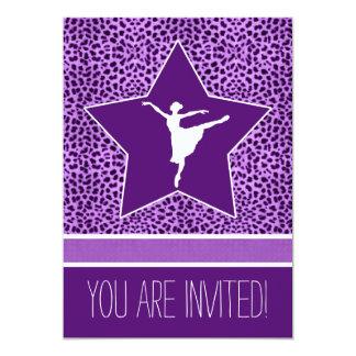 Dansare i purpurfärgat Cheetahtryck och stor 12,7 X 17,8 Cm Inbjudningskort