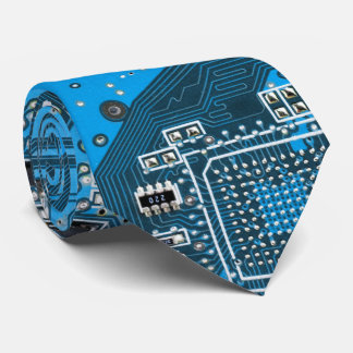 Datorgeeken går runt stiger ombord - blått slips