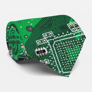 Datorgeeken går runt stiger ombord grönt slips