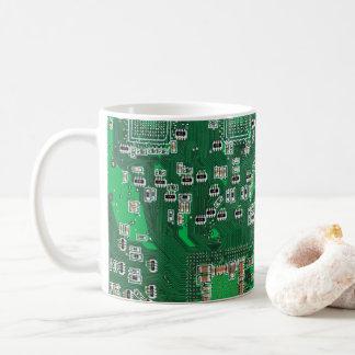 Datorgeeken går runt stiger ombord kaffemuggen vit mugg
