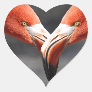 De elegent fåglarna - symbolet för kärlek hjärtformat klistermärke