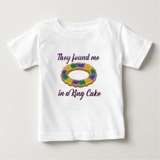 De grundar mig i en kungtårta t shirts