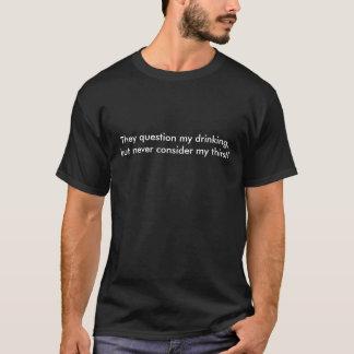 De ifrågasätter mitt dricka, men betraktar aldrig tee shirts