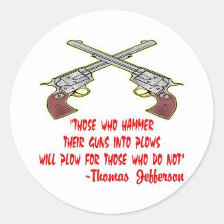 De som bultar deras vapen in i ploger runt klistermärke