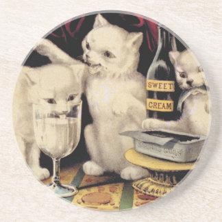 De tre giriga kattungarna på festmåltiden Ives Underlägg Sandsten
