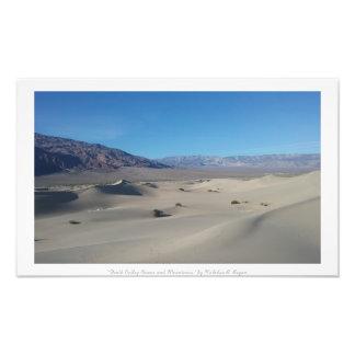 """""""Death Valley dyner och berg,"""" ökennatur Fototryck"""