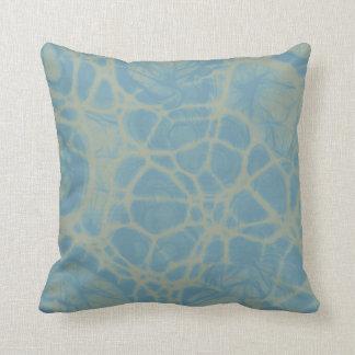 dekorativ kudde för vitblåttabstrakt