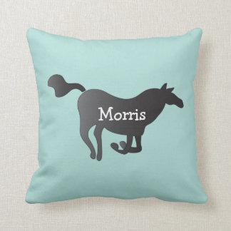 Dekorativ kudde med hästen och namn