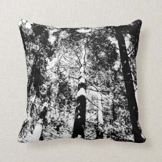 Dekorativ skogen - kudde - vit på svart