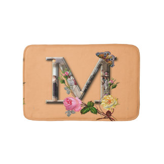 "Dekorativt brev initialt ""M"", Badrumsmatta"