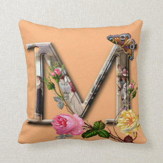 "Dekorativt brev initialt ""M"", Kudde"