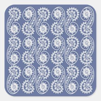 Dekorativt Paisley för vit mönster på blått Fyrkantigt Klistermärke