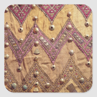 Dela upp av broderat tyg med guld- plattor fyrkantiga klistermärken